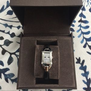 Authentic Gucci 6800L Ladies Watch